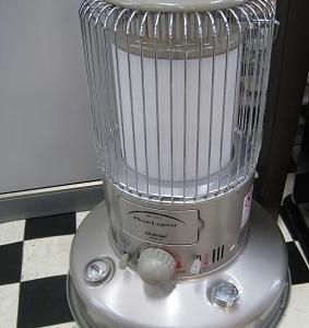 丸ストーブ・裸電球・デスクセット