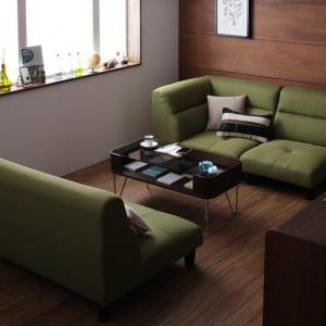 レトロなカフェ風のインテリアにはグリーンカラーのソファーがおすすめ