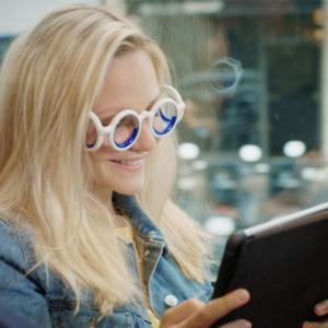 【朗報】車酔いしやすい人必見!絶対に車酔いしないメガネが開発される!