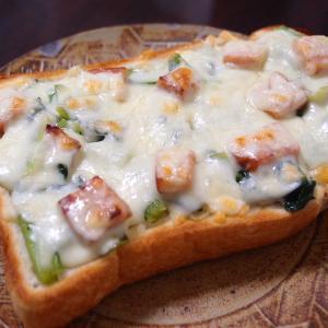 【ズボラ飯】前日の余りもので、なんちゃって焼き立て総菜パン!