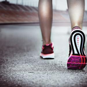 【悲報】毎日15~6km2万歩歩いたり走ってるが痩せない(´・ω・`)