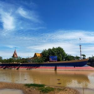 ソンパウメアス寺院と巨大な菩提樹@ポーサット州