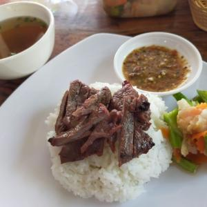 食ING情報☆牛肉のせご飯って珍しい!@近所のローカル食堂