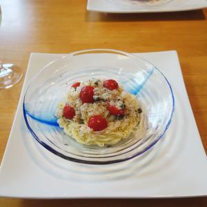 カニとプチトマトを使ったカッペリーニの冷製パスタ