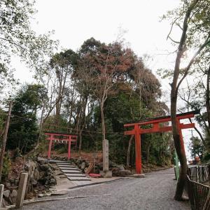 京都・吉田山 吉田神社 お菓子の菓祖神社と料理飲食の山陰神社にお参りのあと山頂でカフェグルメ
