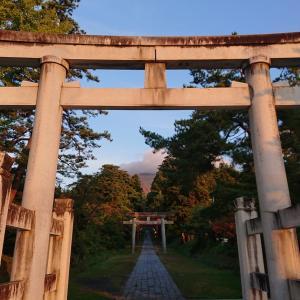 津軽 神の宿る岩木山 リンゴの季節 岩木山神社の鳥居