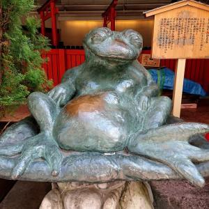 【葵稲荷神社】なんばシティに鎮座。でっぷりお腹をさすれば御利益【なんばの福かえる】