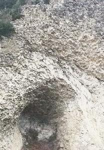 山に穴あきました