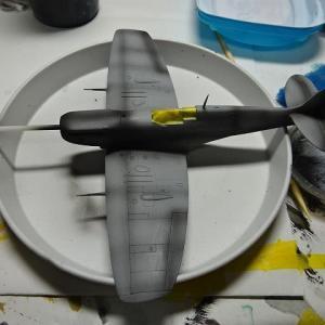 SPITFIRE③機体を塗装したのです。