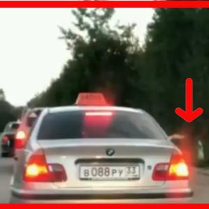 【メシウマ】調子に乗ったタクシー客が窓から何かを捨てた。そのあと悲惨な末路にwww
