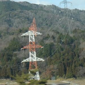 送電線の鉄塔が!