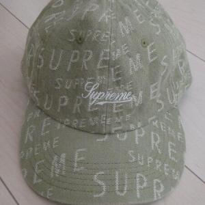 Supremeのキャップとトートバッグ