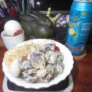 スーパーハーフプライスの秋刀魚(解凍)で、さんまの唐揚げ<+ ))><<♬