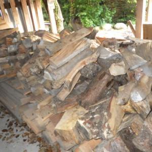 大量の薪をいただいた