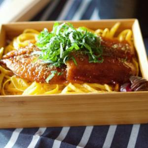 さんまの蒲焼弁当&豚の味噌漬け弁当