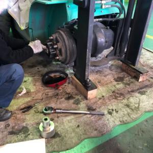 【店頭販売フォークリフト整備4】塗装はいったんお休み。ブレーキの点検していきます