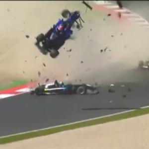 【事故】フォーミュラ3のレース中にクラッシュし空高く・・・