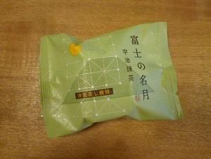 シャトレーゼの「富士の名月・宇治抹茶」