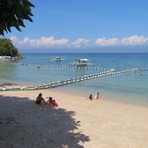ビーチでのんびり(フィリピン・ギマラス島)