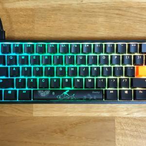 【Ducky One 2 Mini RGB 60%レビュー】ゲームに特化した自分好みの軸を選べる60%キーボード