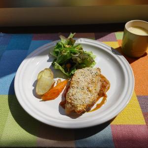 鶏モモ肉のパン粉焼き