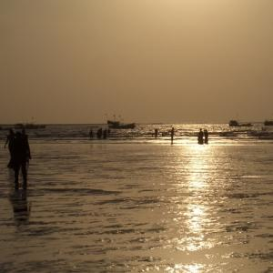 インド日記2007年10月:買ったばかりのバイクが渡し船で水没の危機
