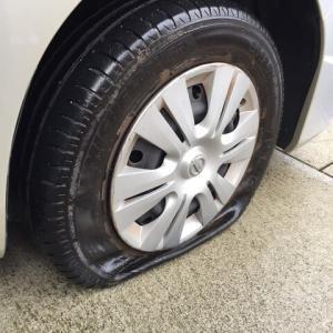 先日、朝、タイヤがパンクしてました><