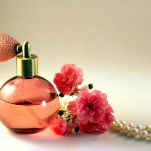 モードとアートの香水瓶がポーラ美術館 箱根で開催 チケット情報