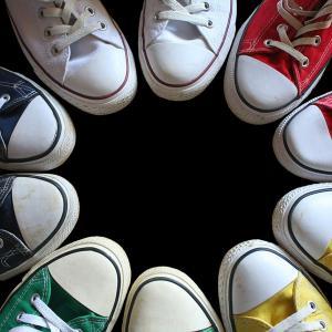 スーパークールビズにおすすめの靴!|サンダル・スニーカーの合わせ方