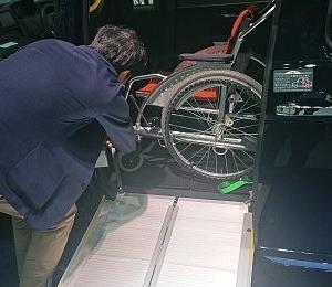 UDタクシー乗務員に乗降介助ゼロ円を求める限り車椅子ユーザーの快適外出は約束されない