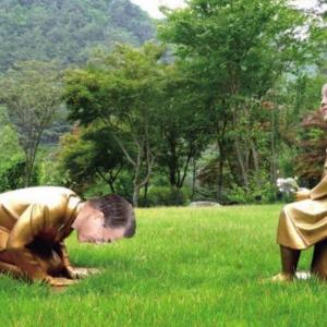 【画像】「慰安婦像に土下座する安倍首相像」早速コラ画像が発見される! 8月に公開に先駆け