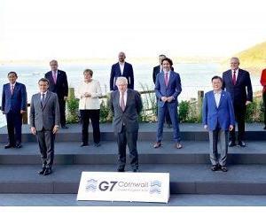 """謝罪してる? 韓国政府「ミスがあった」 """"G7集合写真"""" 改ざんで 「菅義偉を隅っこにしたかっただけニダ…」"""
