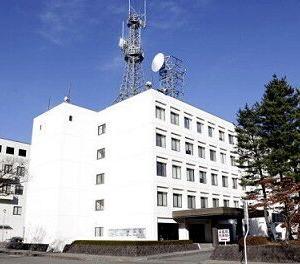 未明の病院、鳴るインターホン…緊急外来出入り口にクマ  山形