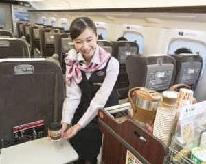 東海道新幹線でホットコーヒーが売れるわけ。車内販売1位独走、味は20回も変わっていた
