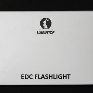 LUMINTOP EDC01 は単4電池式で最大120ルーメンの小型軽量フラッシュライトです。キーライト・常に携帯するライトにぴったり!