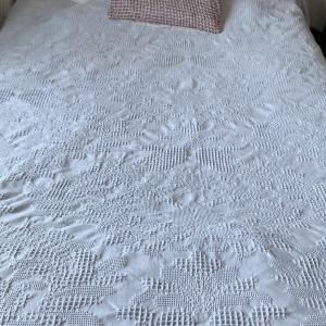 寝苦しい夜は、ベッドまわりを整えて