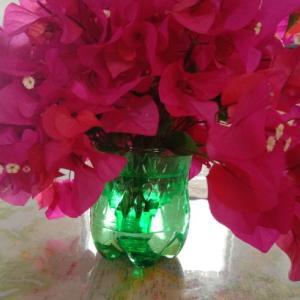 ちょっとしたアイデアの、ペットボトル花瓶