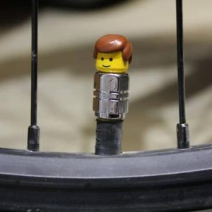 ロードバイクでバルブキャップは必要か不要か?割れたりなくした際に検討すべきこと