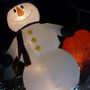 冬の夜を美しく演出する風物詩、夜のイルミネーションの著作権フリー写真素材その4です。
