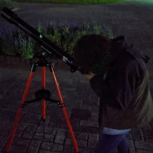 天体望遠鏡で星を見に行く。なぜか宇宙に興味を持ちだした息子