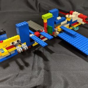小さい頃から飽きずにブロックを作り続けている息子。キャリアが長いのでスイスイ作る。宇宙ステーションを作って楽しいみたい。