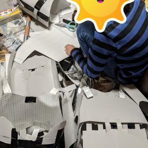 クレオパトラの映画を熱心に見ていた息子。すると何か作りはじめた!