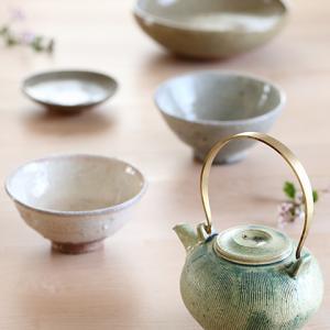お久しぶりです。 桜色の粉引と若草色の土瓶★春色の陶器をお迎えしました / お庭★壺型のクレマチスとお気に入りの植木鉢