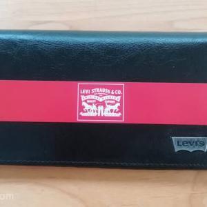 リーバイスの長財布|お手頃価格で質感が良く使いやすい