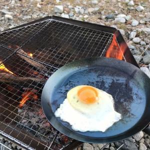 ブッシュクラフトの柄のない焚き火フライパンを使ってみた。キャンプの楽しみ方を教わりました。
