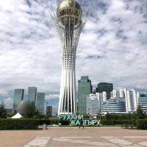 2019年のカザフスタンでのディマシュのソロコンサートARNAUその11 女一人旅の友とバイテレクで待ち合わせ バイテレクの周りの様子