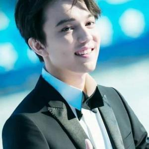 dimash 憧れの君の前では少年の顔 He's a boy's face in front of a longing man