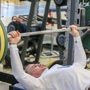 アスリートの筋肥大とセット間の休憩を考える(短い休息時間(1~2分)と高強度の量-負荷の機械的刺激はホルモン応答、代謝反応を促進する)