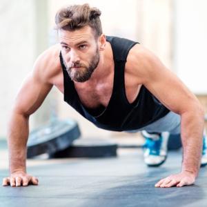 プッシュアップのバイオメカニクス(大胸筋は水平屈曲動作における主働筋であるため、肘を開くと筋の長さ-張力関係が向上する)