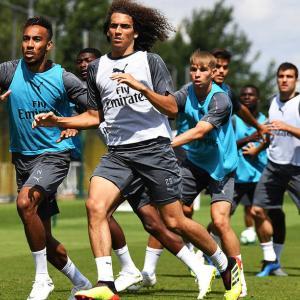 サッカーにおける高強度持久力運動の重要性(トレーニングを試合の身体的要求に合致させるためには、短い休息時間で反復的な高強度活動を行う能力に重点を置く必要がある)